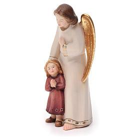 Ángel de la guarda con niña estilo moderno madera s2