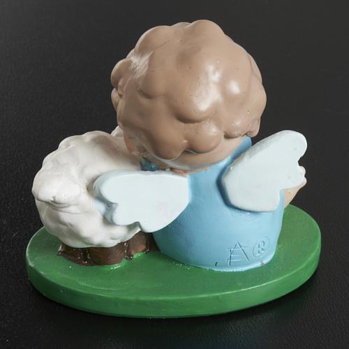 Anjo com ovelha 6x5 cm resina corada 3