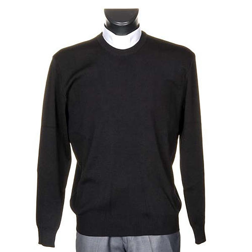 Black crew-neck pullover 1
