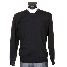 Black crew-neck pullover s1