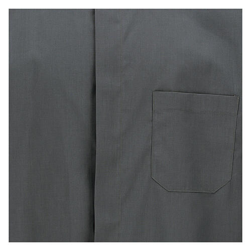 Chemise clergy gris foncé uni manches courtes 2