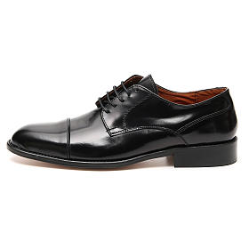 Shoes in polished real leather, toe cut s1