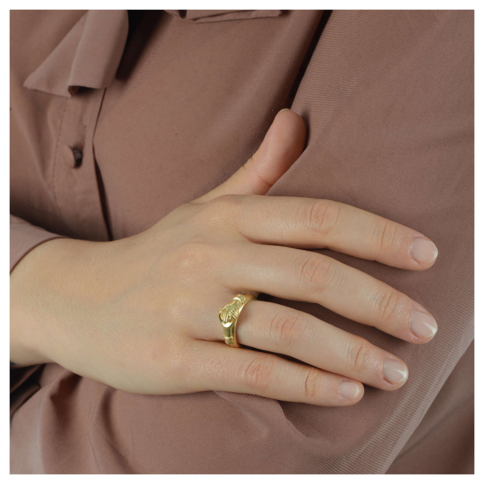 Ring in golden 800 silver with 2 hands which can be opened 3
