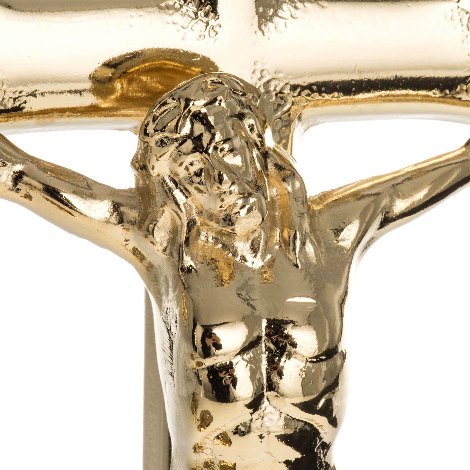 Candelabros y cruz para altar dorado 4