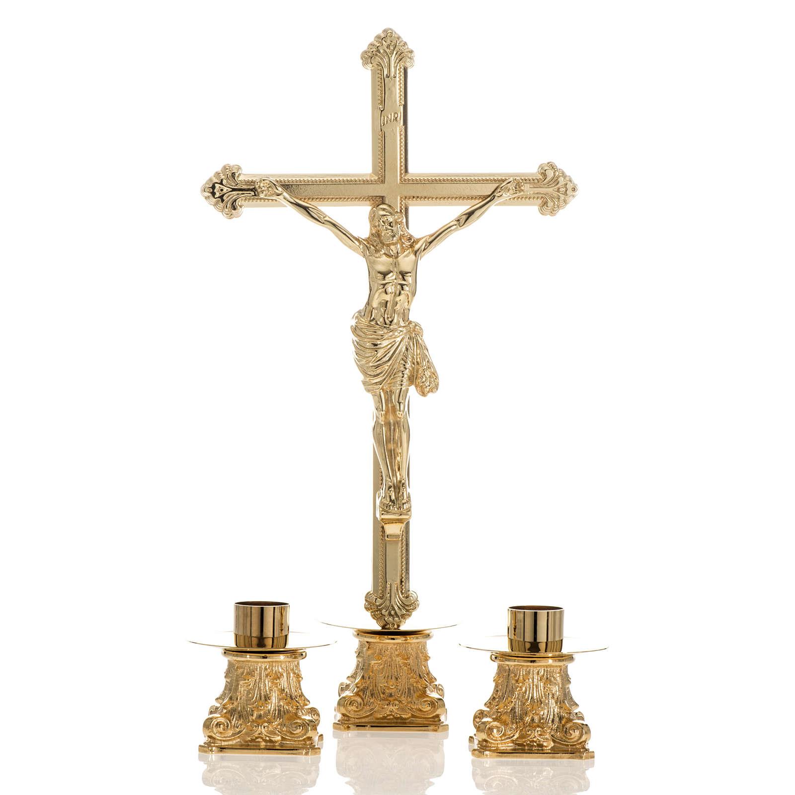 Cruz de mesa y pareja de candelabros de latón 53x30cm 4
