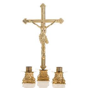 Cruz de mesa y pareja de candelabros de latón 53x30cm s1