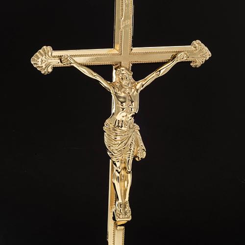 Cruz de mesa y pareja de candelabros de latón 53x30cm 5