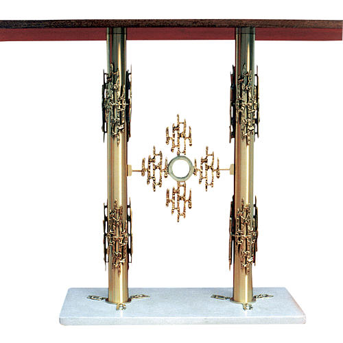 Altar of brass, 2 columns, base of marble, 90x140x60 cm 1