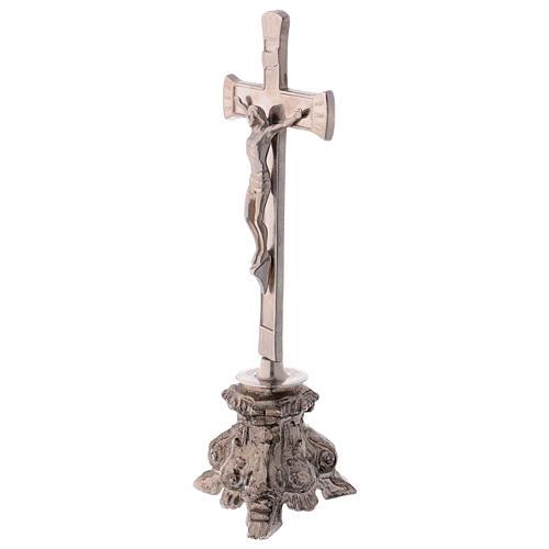 Cruz de altar latón plateado con base envejecida 3