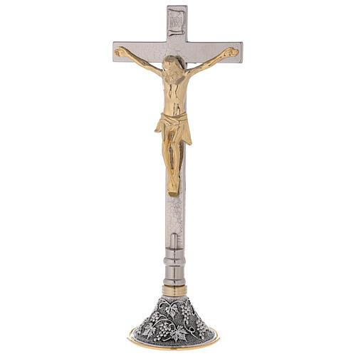 Croce con candelieri altare base uva e foglie 5