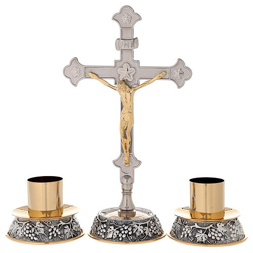 Croix autel base raisin et feuilles de vigne avec chandeliers 1