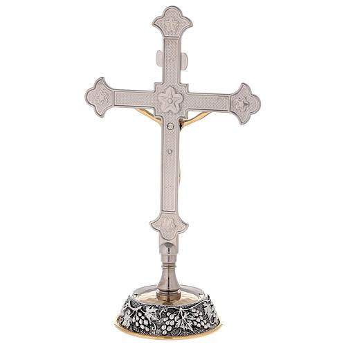 Croce altare base uva e foglie di vite con candelabri 8