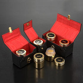 Chrismatory set: case with gold-plated vases s3