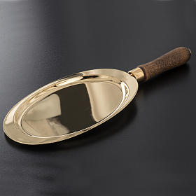 Communion plate in brass with wooden handle s2