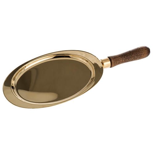 Communion plate in brass with wooden handle 1