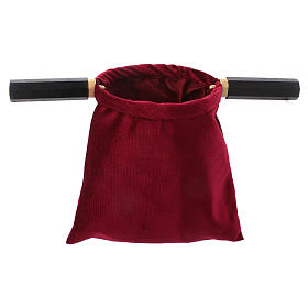 Bolsa para ofrendas (limosna) terciopelo rojo con dos mangos s1