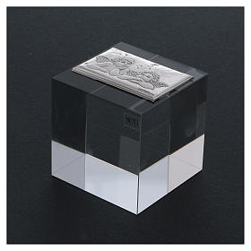 Bomboniera sacra fermacarte per il Battesimo 5x5x5 cm s3