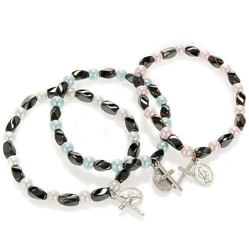 Elastic bracelet in hematite and fake pearl 1