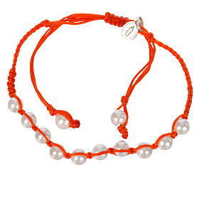 Bracelet in pearl with Miraculous Medal in silver with orange cord s1