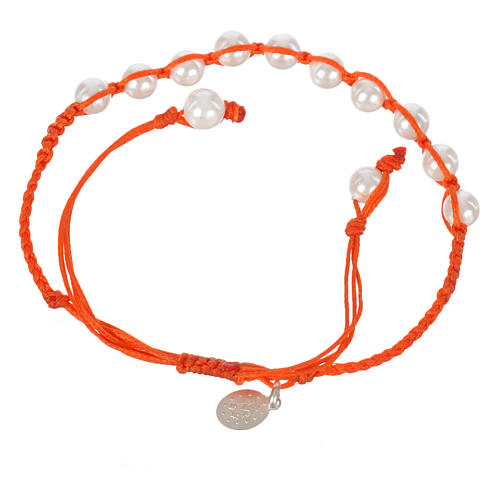 Bracelet in pearl with Miraculous Medal in silver with orange cord 2