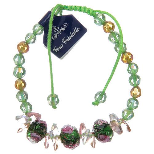 Bracciale con cordoncino verde con grani in cristallo e rose 1