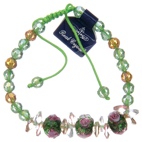 Bracciale con cordoncino verde con grani in cristallo e rose 2