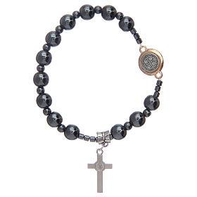 Bracciale rosario elastico con grani in ematite e S. Benedetto s2