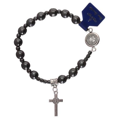 Bracciale rosario elastico con grani in ematite e S. Benedetto 2