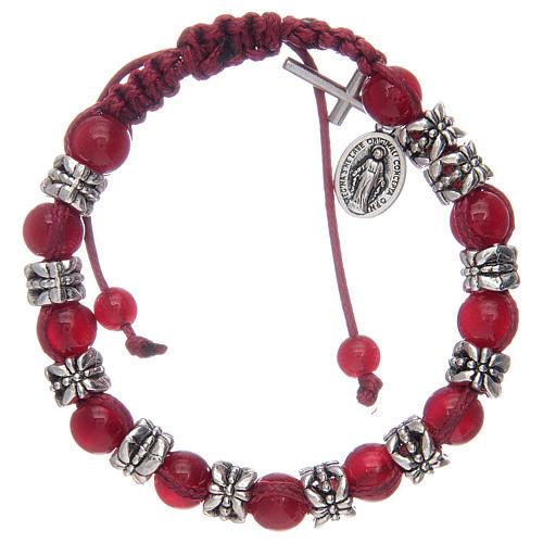 Bracelet avec grains en verre 8 mm sur corde rouge 1