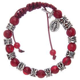 Bransoletka z koralikami ze szkła 8 mm i metalu na sznurku czerwony kolor s1