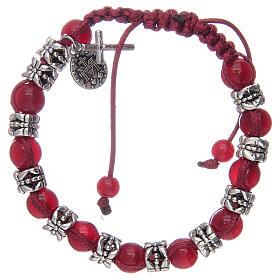 Bransoletka z koralikami ze szkła 8 mm i metalu na sznurku czerwony kolor s2