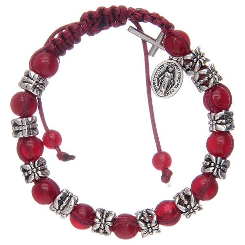 Bransoletka z koralikami ze szkła 8 mm i metalu na sznurku czerwony kolor 1