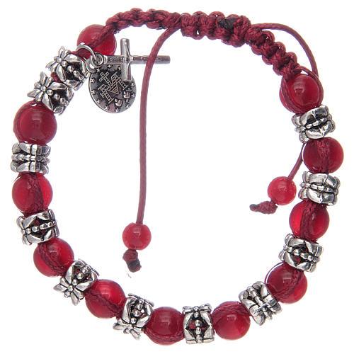 Bransoletka z koralikami ze szkła 8 mm i metalu na sznurku czerwony kolor 2