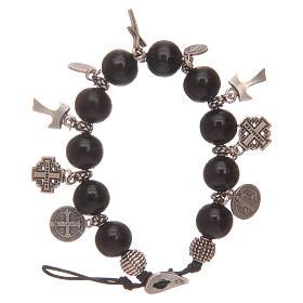 Bracelet dizainier avec grains en bois noir et breloques s1