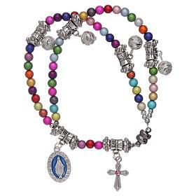 Bracciale rosario grani acrilici multicolor con ciondoli s1