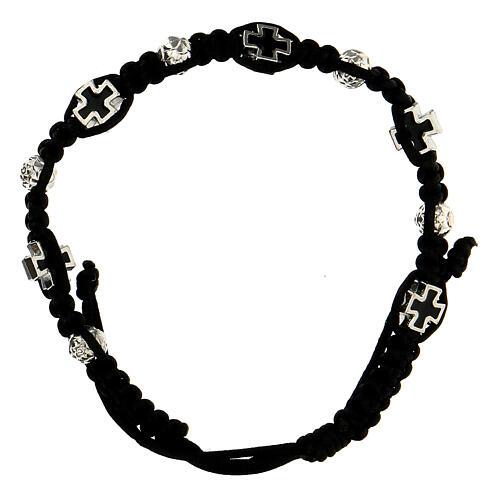 Bracelet dizainier noir tressé avec grains rose 6x7 mm et croix émaillées 1