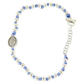 Pulsera pequeña medalla S. Rita plata y zircones blancos, esferas plata 3 mm y nudos de algodón azul s2