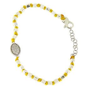 Bracciale sfere sfaccettate argento 2 mm, nodi cotone giallo, medaglietta S. Rita zirconi bianchi s2