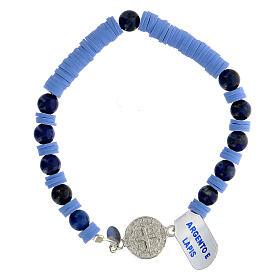 Pulseira contas de lápis-lazúli e discos de goma azul-clara com medalha de São Bento prata 925