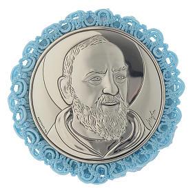 Medalhões e Medalhas para Berço: Medalhão redondo prata Padre Pio e caixa de música azul