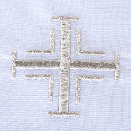 Traje de bautizo con cruz de color plata 2