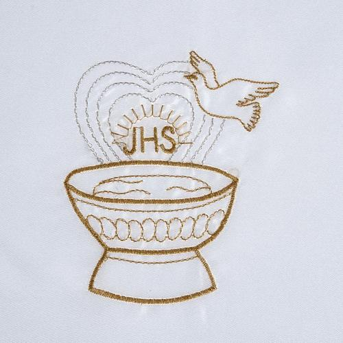 Brassière baptême colombe IHS et fonts baptismaux satin 2