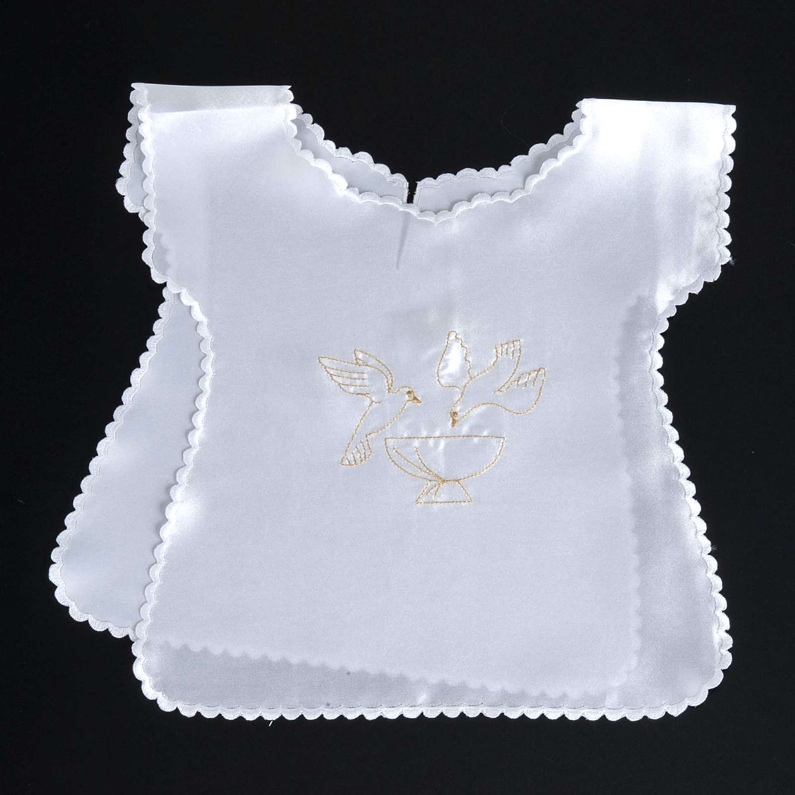 Baptismal gown in satin, doves and baptismal font 4