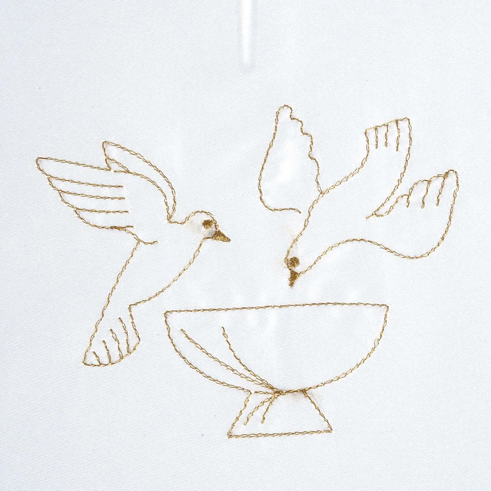 Brassière baptême colombes sur fonts baptismaux satin 4