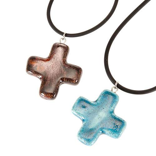 Cruz colgante cuadrada azul y marrón 1