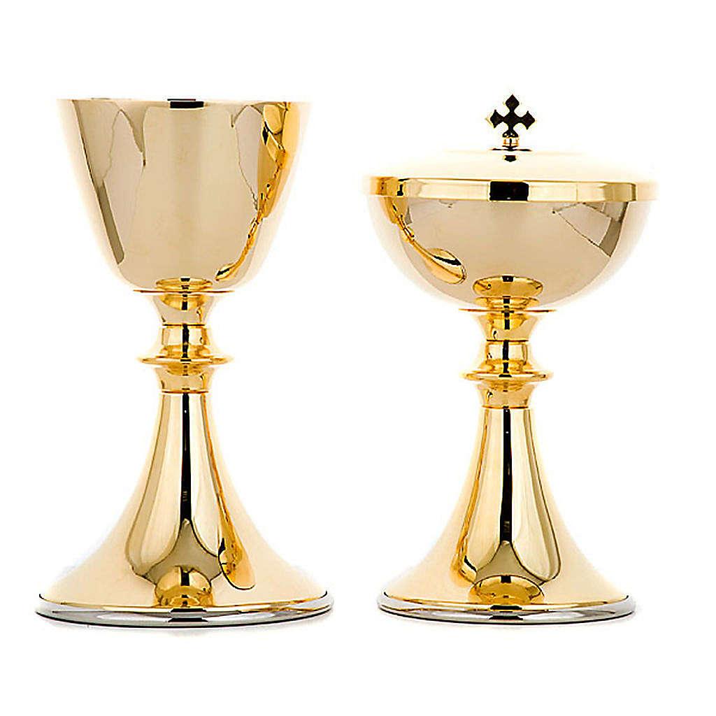 Classic style chalice and ciborium 4