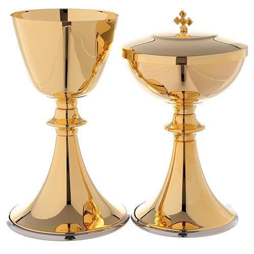 Classic style chalice and ciborium 1