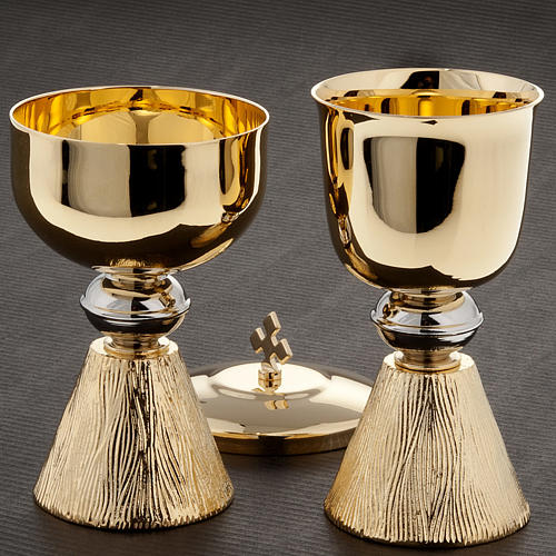 Small Chalice and ciborium with decorated base 2