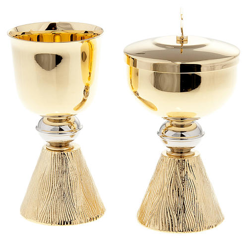 Chalice and ciborium with decorated base 1