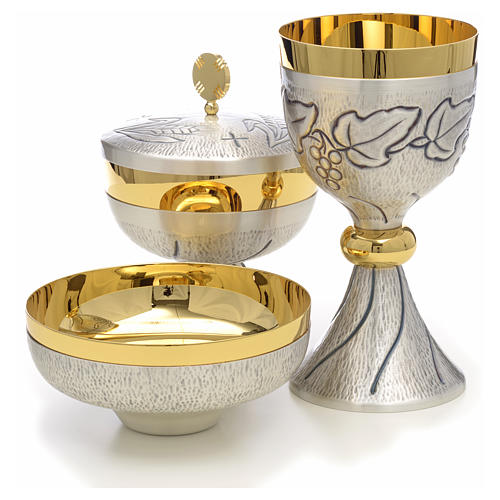 Chalice, ciborium and paten with grapes, ears of wheat and cross 2